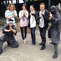 伊賀忍者屋敷にて記念写真を撮るでござる 楽天500