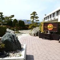 松阪サンテホテル外観。ホテル入口付近。(=^・^=)楽天500