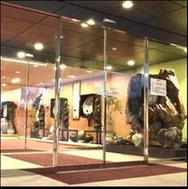 ホテル入口ロビーに飾ってある中国美術品。ブロンズ像です。(*^^)v楽天500