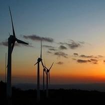 夕焼けの青山高原。この景色を見に来る人も多いんだよ。(^_^)v楽天500