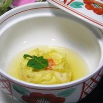 *【お夕食一例】山菜や川魚など、信州の食材を使用した季節の会席料理をご用意致します。