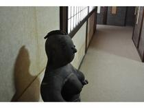 版画家・江崎氏作のオブジェ(左から)