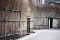 大沢地区の間垣(冬の猛烈な海風から集落を守ります)