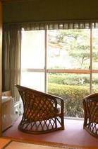 部屋から窓の眺め縦位置