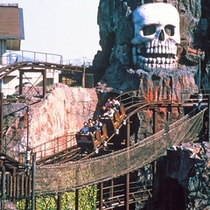 ■芝政ワールド 海賊島タイフーン