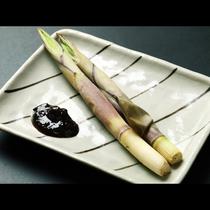 【会津でよく食べられる根曲がり竹の丸焼き】