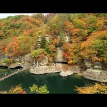 国の天然記念物◆塔のへつりは紅葉の名所です♪