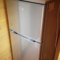 *【お部屋設備】お部屋には冷蔵庫を設置しております。