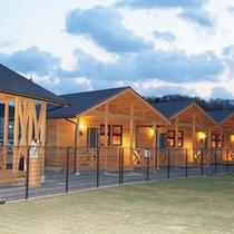 *【外観】天然芝張り200坪の広々ドッグランスペースがあります。