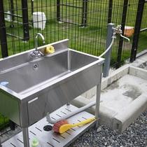 *【足洗い場】ドッグランで遊んだ後は、ワンちゃんの足を洗ってすっきり♪