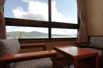 客室:湖側の窓から