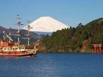 芦ノ湖からの美しい富士山