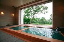 美肌湯の半露天温泉