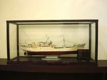 ロビーにある大漁丸の模型