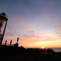 *金比羅岬灯台/高台から見下ろす夕日と水平線!ダイナミックな絶景が楽しめます。