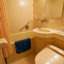 *客室一例/すべてのお部屋にユニットバス付き。人気の大浴場もご利用ください。