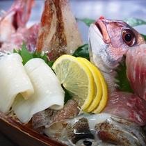 鰺ヶ沢の地魚を舟盛りで
