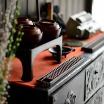 昔懐かしい家具に囲まれてのんびりとお過ごしください