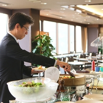 【無料朝食サービス】1人でもお気軽に♪好きなものを取り分けてお召し上がり下さいませ。