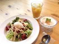 朝食は新鮮野菜たっぷりタコライスブッフェ!!