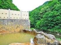 【露天風呂】豊かな自然に囲まれた環境で心身ともにリラックス