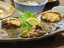 """【料理】浜御膳""""アワビ刺し""""。コリコリとした食感で、お刺身の旨みがいっぱいに広がります。"""