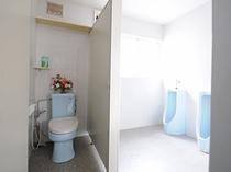 【館内】男性用お手洗い。共用洗面所にございます。
