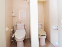 【館内】女性用お手洗い。共用洗面所にございます。