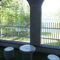 *【客室例】デラックスツイン/バルコニーから青木湖を眺めてのんびり…