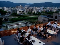 人気急上昇!「風のガーデン」で夕涼みと楽しいお食事をどうぞ!