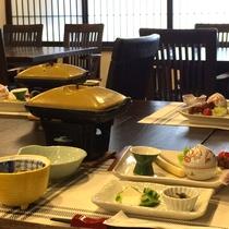 *【夕食:一例】旬の食材を使用したお食事。季節の美味しいものを召し上がれ!