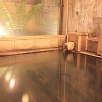 *1200年前から沸き続ける源泉掛け流し温泉。