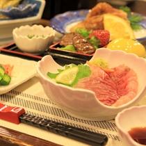 *【夕食一例】料理長が工夫を凝らした自慢の料理をご堪能ください
