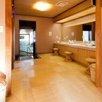 女性大浴場:脱衣所