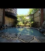 【男湯・露天】温泉は24時間入浴可能となっております。朝食前のお風呂は気分もリフレッシュできますよ★
