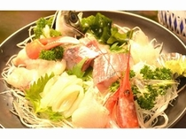 真鶴漁港で揚がった朝獲れ鮮魚を料理してお出しします。*調理一例