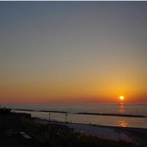 日本海に沈みゆく夕日