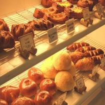 ホテル直営「ピッコロ」のパン