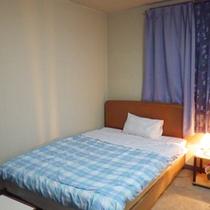*【客室一例】お気軽にご宿泊できる洋室タイプのお部屋となっております。