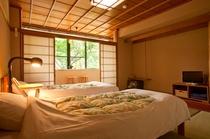 お部屋はタタミにツインベッド仕様。