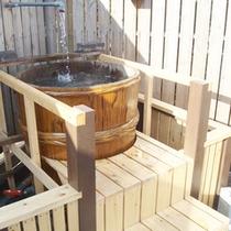 *【露天風呂】天空の湯。開放的な空間で温泉を満喫。