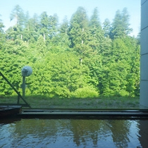 *【大浴場】大きな窓から景色を眺める…開放感たっぷり♪