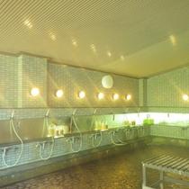 *【大浴場】洗い場も広々としております。