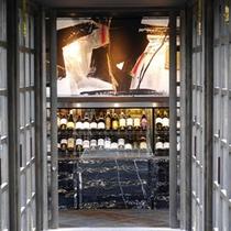 館内「DINING十和蔵」ワインセラー