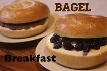 朝食は大好評の手作りベーグルサンド