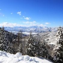 周辺_林間コースからの北信五岳を一望する冬景色