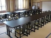 広間(テーブル・椅子席)