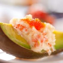 【アボカドグラタン】ビタミン豊富なアボガドに海の幸を合わせたグラタン