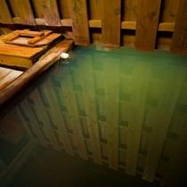 強酸性(PH1.7)の泉質を持った山田屋の湯はアトピー性皮膚炎などに絶大な効果がある