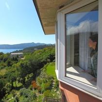 箱根芦ノ湖を臨む客室